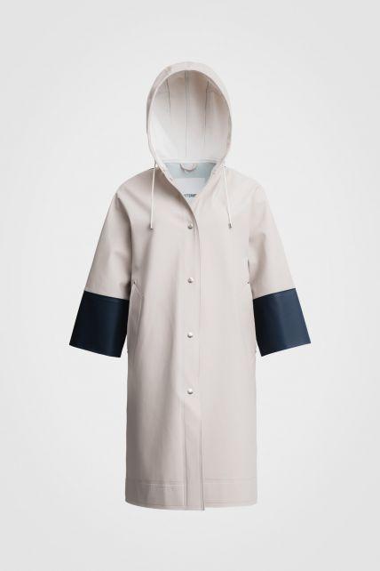 Stutterheim---Raincoat-for-men-and-women---Tre-Liljor---Light-Sand/Navy